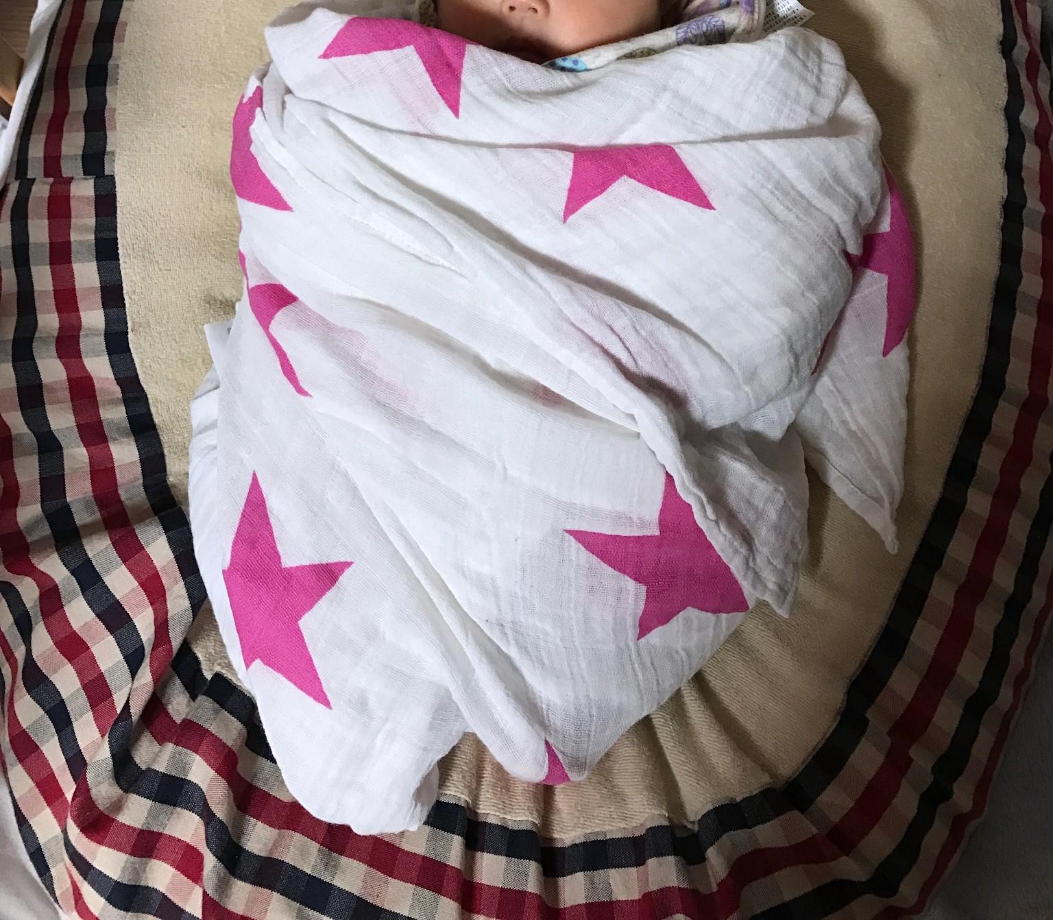 生後4、5か月頃までの寝かしつけには、おくるみ使うと良く寝るよ